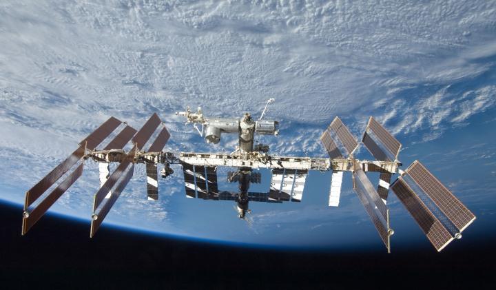 ISS_crew_ISS_2009.jpg
